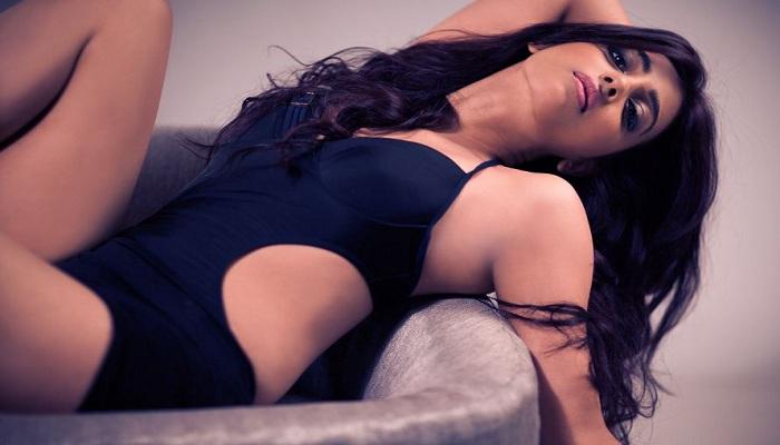 Sexy Hot Bikini Badlapur Kriti Dhoni Parched Kabali