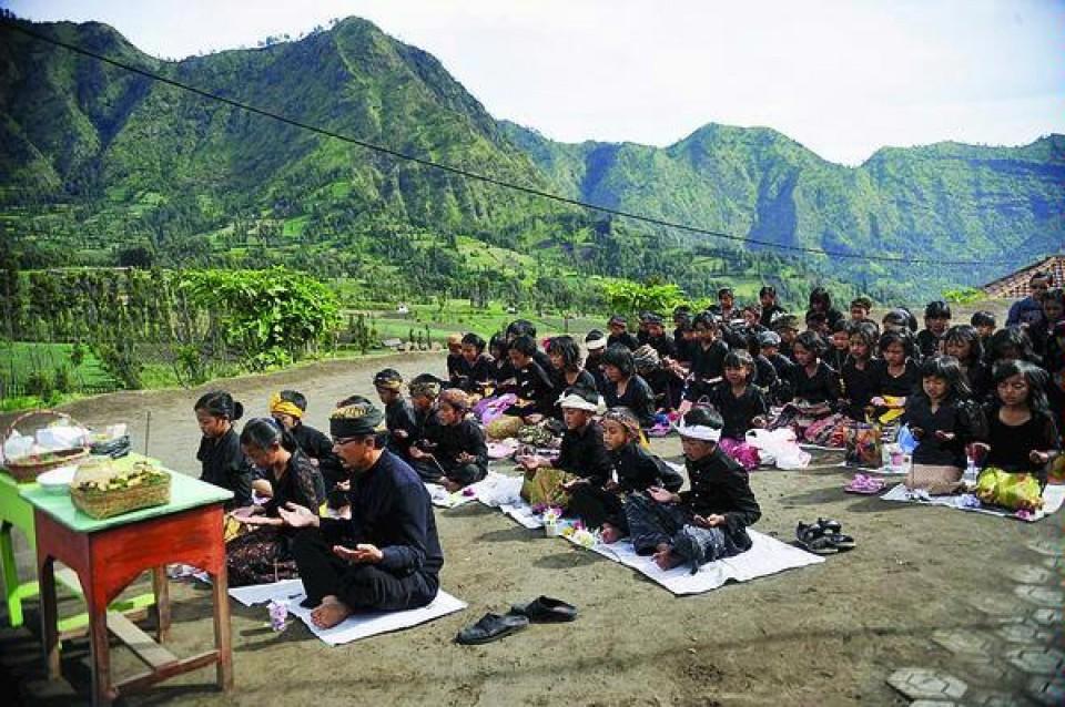 Tengger, Indonesia, Hinduism, Hindus, Java,Kawi,Roro Anteng , Joko Seger, Bali,Majapahit Kingdom,Raden Patah,Mount Bromo