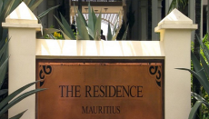 The Residence Mauritus, Mauritius, Sindoor, Tika, Hindus, Hinduism, Soodesh Callichurn, Hindu population