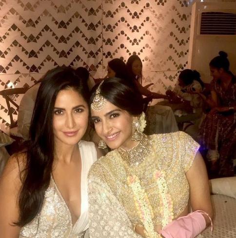 Veere Di Wedding, Anand Ahuja, Sonam Kapoor, Bollywood, style, marriage, mehendi, latest photos, Khushi Kapoor, Jhanvi Kapoor, Katrina Kaif,