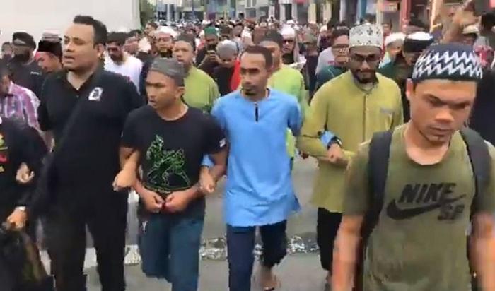 Ahmad Al-Shahrouri, toilet paper, Coronavirus, Westerners, West, Jordan, Muslims, dump, poop,
