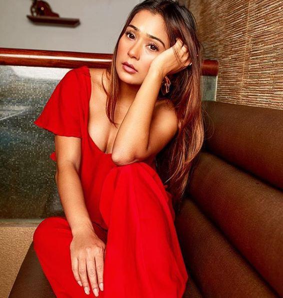 Sara Khan, Song, Black Heart, bikini pics, latest news, Pakistan, India, TV, Serials, Bidaai, HOT Pics, HD Images, latest photos